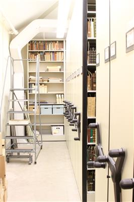 Compact mobile book shelving