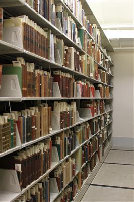 Cantilever library book shelving